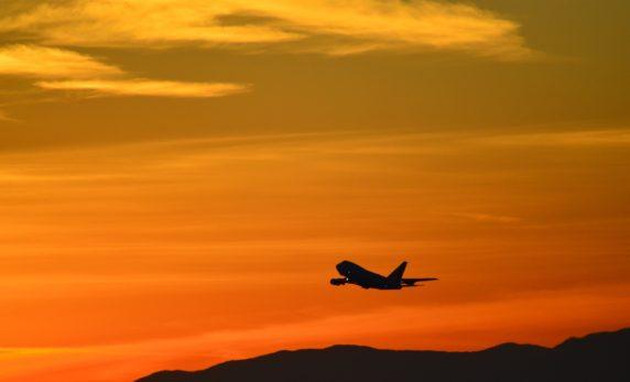 sunsetvliegtuig